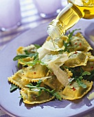 Ravioli con la rucola (Dressing rocket ravioli with oil)