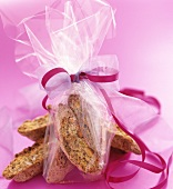 Regalino di biscotti di Prato (Almond biscuits to give as a gift)