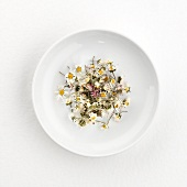Daisy tea (dry) on plate
