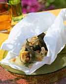 Mussels in saffron sauce cooked in foil