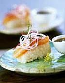 Sushi mit Wildlachs und Rettich