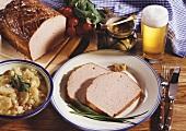Leberkäse mit Kartoffelsalat, Senf und Bier