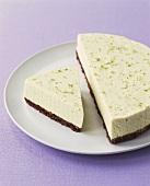 Limettenkuchen (Hälfte und Kuchenstück)