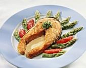 Lachssteak mit grünem Spargel, Blutorangen und Sauce Maltaise