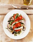 Tomaten mit Mozzarella, Basilikum und Balsamicoessig