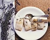 Steinbutt mit Lavendel marinieren