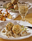 Chanterelles in Burgundy cream sauce with bread dumplings