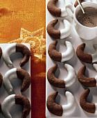 Cappuccinokipferl mit Zitronenglasur, Kakao