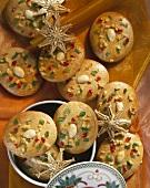 Mandellebkuchen mit kandierten Früchten