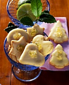 Christmas biscuits with caipirinha icing