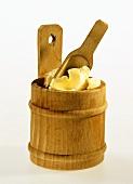 Butter im Holzfass