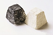 Goat's cheese pyramids with and without ash