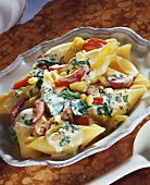 Pasta shells with spinach and sweetcorn sauce