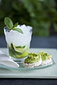 Mojito and rice crackers with guacamole