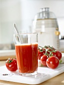 Tomato juice, fresh tomatoes and juicer