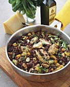 Red rice with chicken, courgettes, peppers and basil
