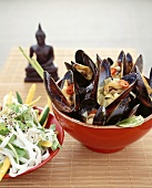Mussels with lemon grass and rice noodle salad (Asia)