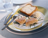 Trout fillets with horseradish cream and toast
