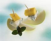 Gorgonzola, pear and mango on cocktail sticks