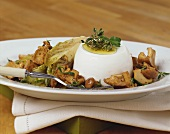 Sheep's cheese with chanterelles