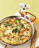 Pan-cooked spaghetti and vegetable dish for children