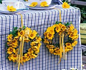 Table decoration of wreaths of coreopsis and sea lavender