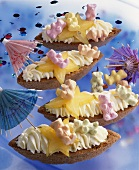 Pastry boats with gummy bears & mascarpone for child's birthday