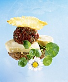 Wholemeal bread with Reblochon, beef tartare & cheese crisp