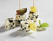 Blue cheese and grapes on cocktail sticks
