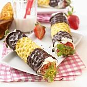 Schlotfeger (Wafer rolls filled with cream & strawberries)