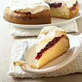 Yeasted blackberry cake with meringue topping, a piece cut