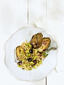 Wheat salad with artichokes and olives