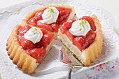 Strawberry flan with cream (three pieces)