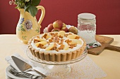 Apple tart with cream and nut brittle