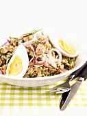 Rice salad with tuna, red onions and egg