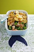 Spicy chicken bake with potatoes and broccoli
