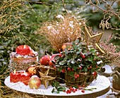 Weihnachtliches Stillleben im Freien