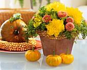 Strauss mit Dahlia, Herbstchrysantheme und Dill