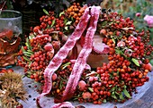 Table wreath with berry decoration