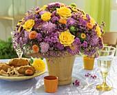 Straus aus Rosen, Sommerastern, Astern und Leberbalsam