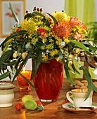 Strauss aus Nadelkissen, Dill, Rosen und Eucalyptusblättern