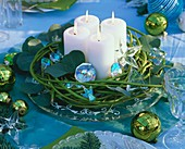 Adventskranz aus grünen Hartriegelzweigen