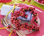 Plate decoration: small heart made of flowers