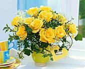 Strauss aus gelben Rosen, Schleierkraut
