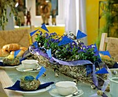 Table decoration with garland of chicken wire & forget-me-nots