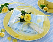 Place-setting decorated with yellow roses