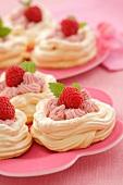 Meringues with raspberry cream