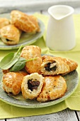 Spinach, pine nut and raisin pasties (puff pastry)