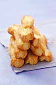 Sweet puff pastry straws
