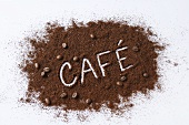 The word CAFE written in ground coffee